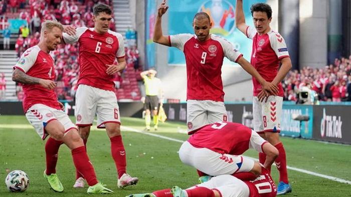 Эриксен потерял сознание во время матча с Финляндией (фото)
