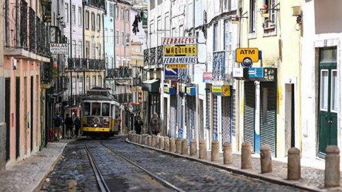 В Португалии власти решили закрыть Лиссабон на выходные из-за всплеска COVID-19
