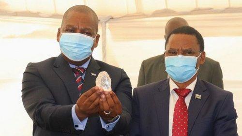 Рекорд в истории алмазов: в Ботсване нашли крупный камень (фото)