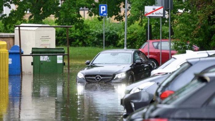 В Польше из-за урагана сорваны крыши и затоплены улицы (фото)