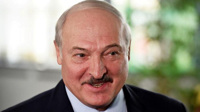Лукашенко заявил, что Беларусь не будет принимать самолеты из Украины
