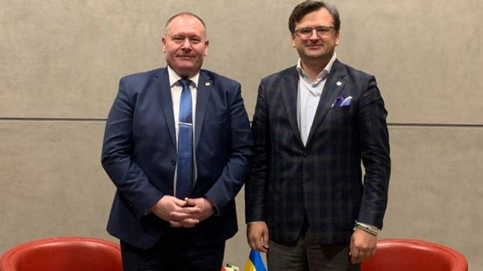 Кулеба и глава МИД Молдовы проведут консультации о взаимном признании ID-карт