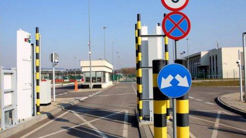 Польша открывает все пункты пропуска на границе с Украиной