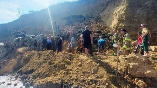 Под Одессой на берегу моря сошел оползень