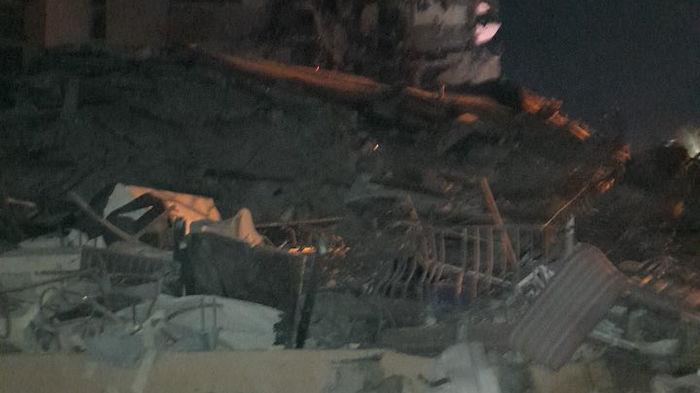 В Майами рухнула элитная многоэтажка. Под завалами могут находиться люди (видео)