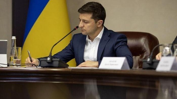 Президент подписал закон, разрешающий ремонт аэропортов в обход Prozorro