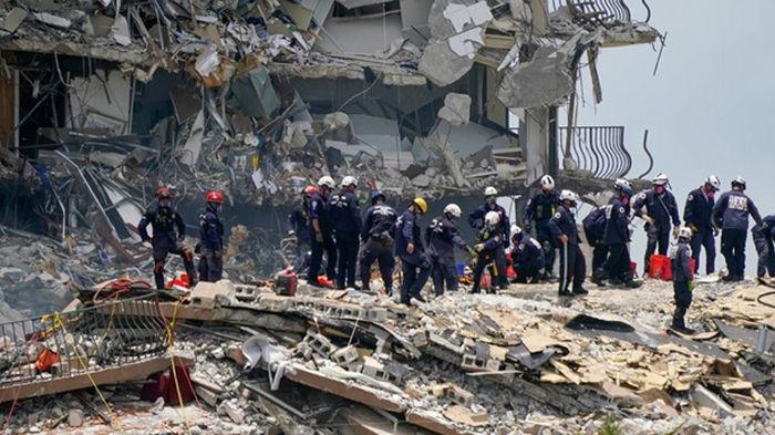 Число погибших при обрушении дома в Майами увеличилось (фото)