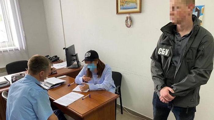 Таможенников в Киеве подозревают в злоупотреблении при ввозе б/у грузовиков