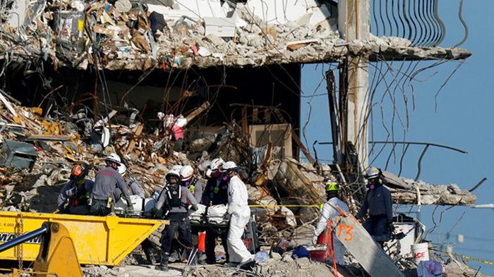 Обрушение дома в Майами: из-под завалов достали тело 7-летней девочки