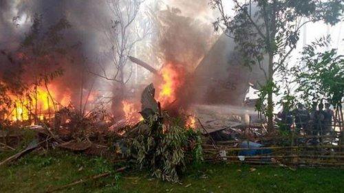Крушение военного самолета на Филиппинах: число погибших возросло до 2...