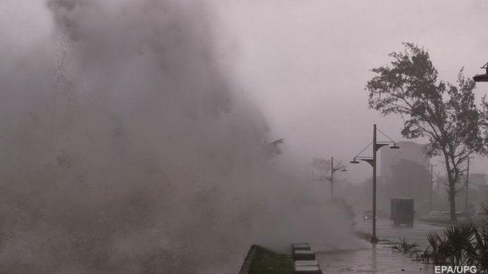 Украинцам в США дали рекомендации из-за урагана Эльза