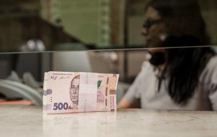 Украинцы тратят больше, чем зарабатывают