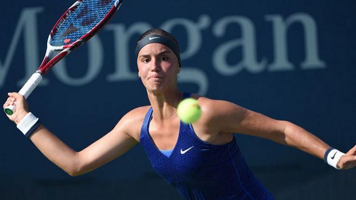 Калинина вышла в четвертьфинал престижного турнира во Франции