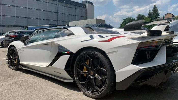В Киеве таможенники изъяли суперкар Lamborghini (фото)
