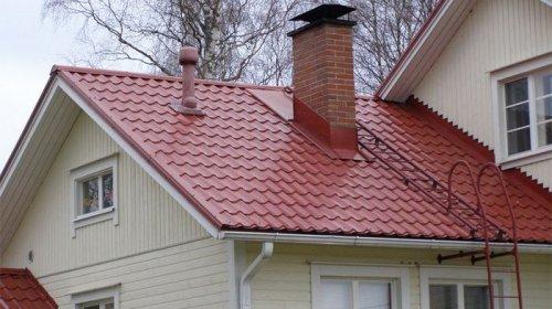 Почему металлочерепица – лучший выбор для крыши дома?