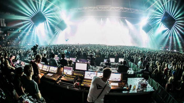 В Нидерландах почти тысяча человек заразились COVID-19 на музыкальном фестивале