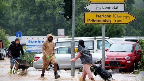 Жертвами наводнения в Европе стали почти 50 человек (видео)