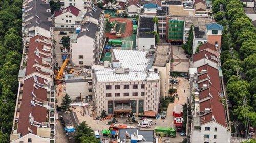 Обрушение отеля в Китае: число жертв удвоилось