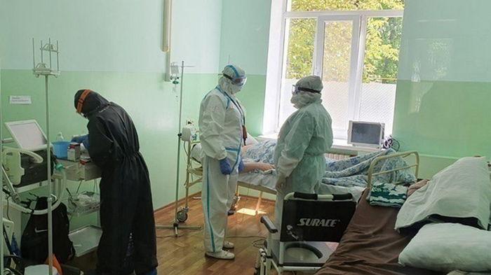 Прирост случаев COVID-19 в Украине упал в два раза