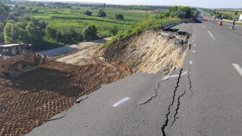 На трассе Киев-Одесса произошел оползень
