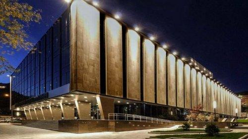 Нужна ли подсветка фасадов зданий и частных домов и какие виды существуют