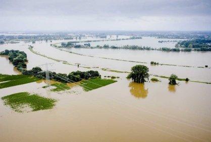 На юге Нидерландов наводнение прорвало дамбу, эвакуируют сотни людей