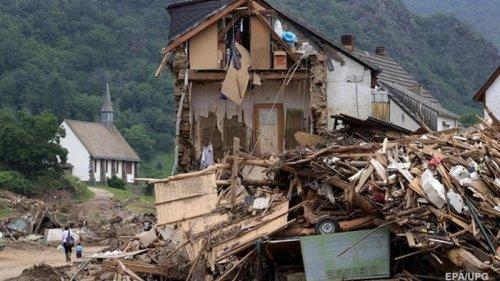 Число жертв наводнения в Германии достигло 169 (фото)