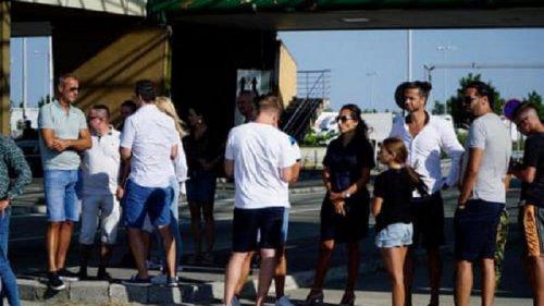 В Словакии люди, которые выступили против новых карантинных требований, пытались заблокировать границу
