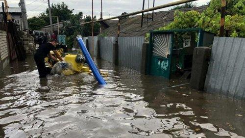 Спасатели ГСЧС ликвидируют последствия непогоды (фото)