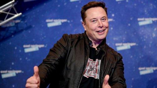 Илон Маск поддержал биткоин: электрокары Tesla могут снова продавать за криптовалюту