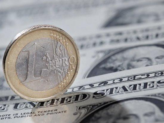 По итогах референдума в Италии евро упал по отношению к доллару