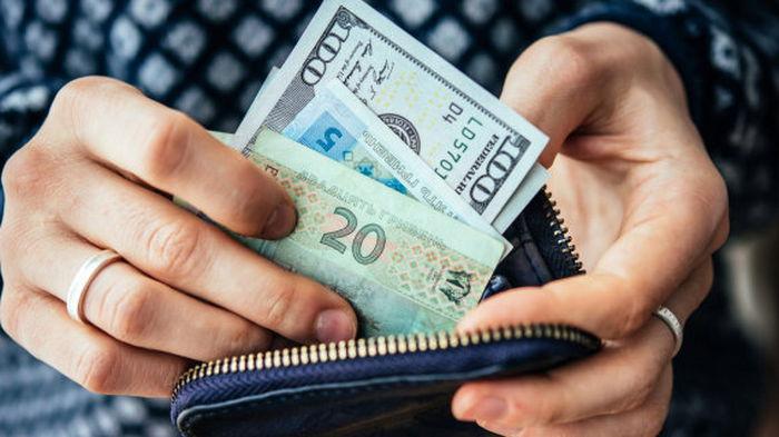 Укрепление гривни. Чистая продажа валюты населением в июле составила почти $400 млн