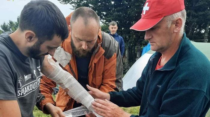 В Карпатах в туристов попала молния