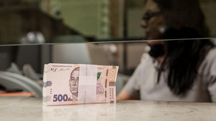 Госстат: Средняя зарплата впервые превысила $500