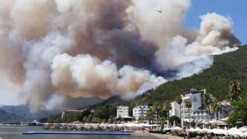 Пожары в Турции. Огонь добрался до курортного Мармариса, эвакуировали два отеля (видео)