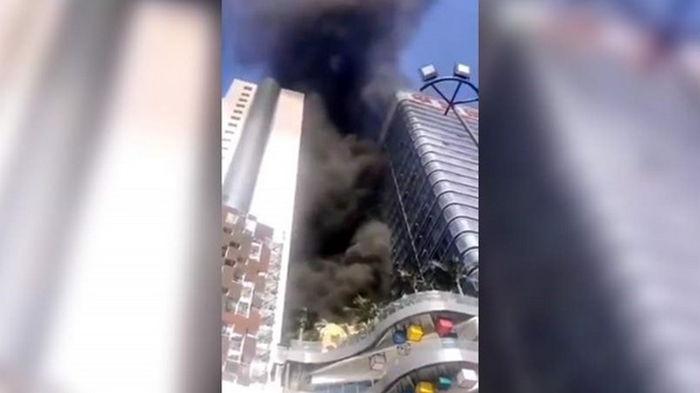 В Китае загорелась Сианьская башня