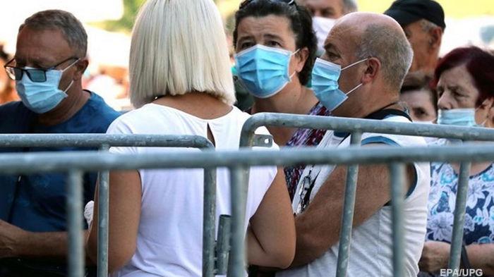 В Украине за сутки 827 новых COVID-случаев