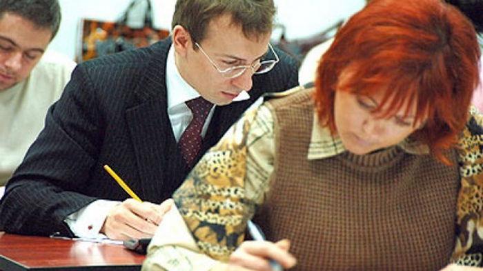 Экзамен на знание украинского языка сдали уже более 2 тысяч чиновников