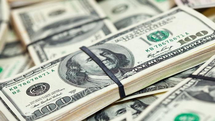Курс доллара на межбанке еще снизился