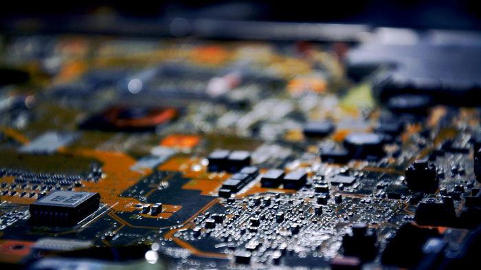 Китай начал расследование в отношении производителей автомобильных чипов. Акции обвалились