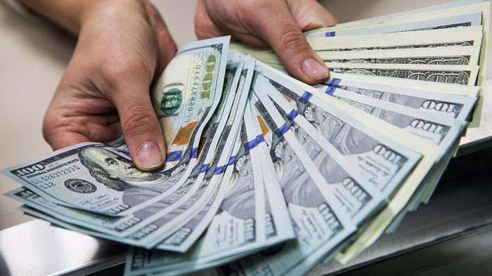Украинцы активно продают валюту — НБУ
