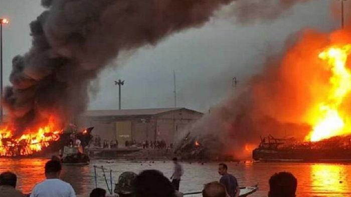 В иранском порту сгорели пять торговых судов