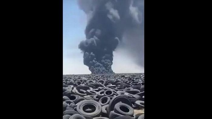 В Кувейте пожар на крупнейшей в мире свалке покрышек (видео)