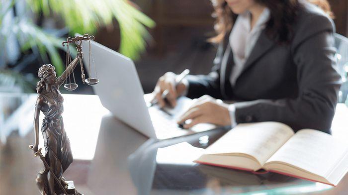 Когда нужно юридическое сопровождение проверок и в чем особенности услуги?