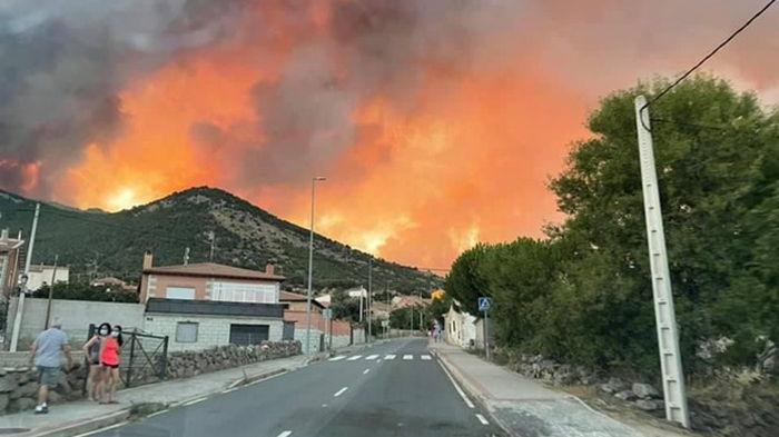 В Испании из-за пожаров эвакуированы сотни людей