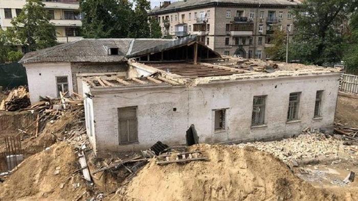 СНБО поручил восстановить усадьбу Барбана