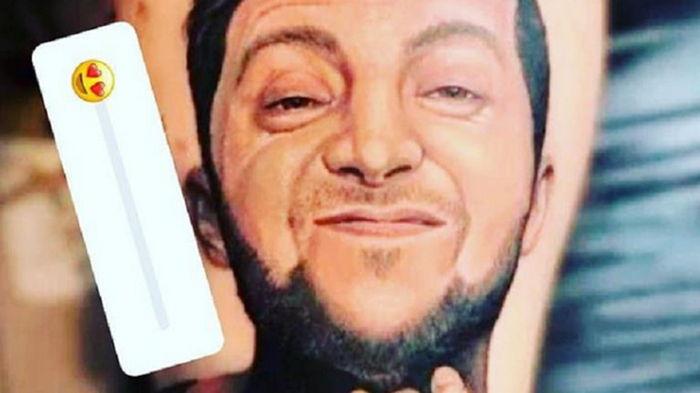 Украинский боксер сделал тату с портретом Зеленского