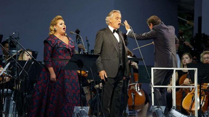 В ОП объяснили концерт Бочелли по пригласительным