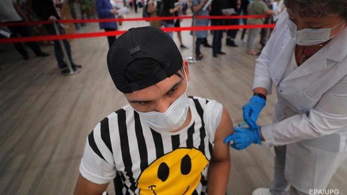 В Украине новый рекорд COVID-вакцинаций за сутки