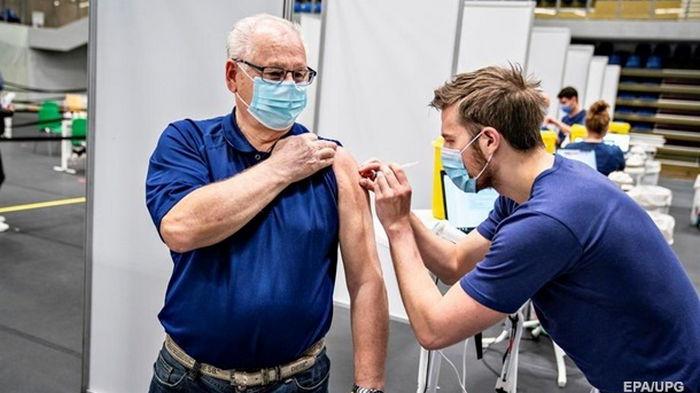 Евросоюз вакцинировал 70% взрослого населения от COVID-19